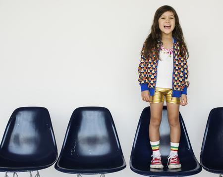 Kleines Mädchen Lächeln Glück Studio Portrait