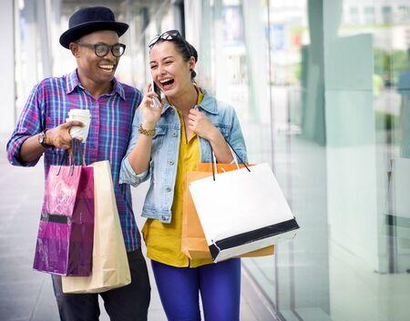 Leute-Einkauf, der Kunden-Verbraucherschutzkonzept ausgibt