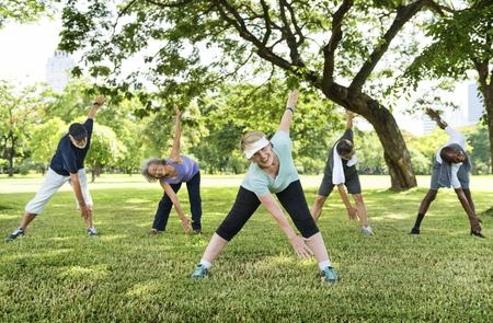 Senior Group Friends Exercise Relax Concept Banque d'images
