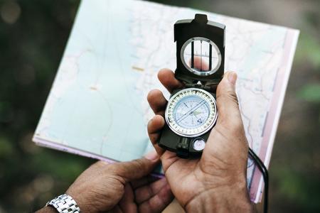 Mani con bussola e mappa Archivio Fotografico