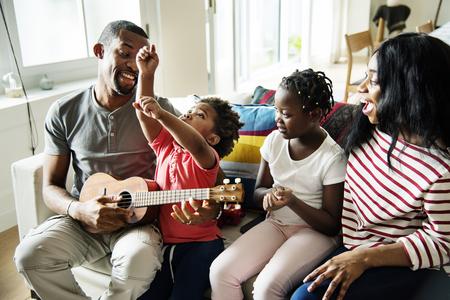 アフリカの家族は一緒に時間を過ごす 写真素材 - 94969111