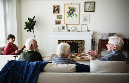 Senior people talking in a living room 스톡 콘텐츠