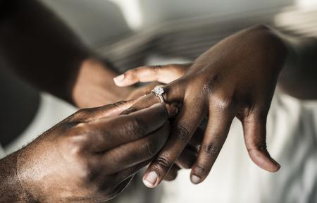Man proposing to his girlfriend Imagens
