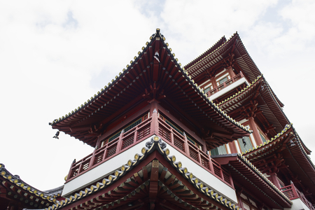 Beautiful view of Tooth relic temple in singapore Imagens - 95112686
