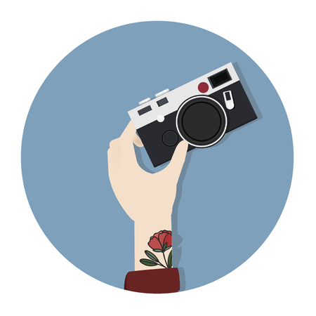Hand holding a camera Stock Photo - 115729372