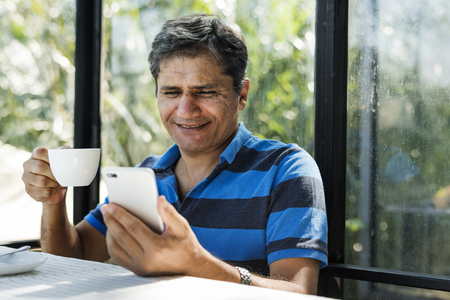 Man using mobile phone Zdjęcie Seryjne
