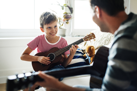 Young boy playing guitar Imagens