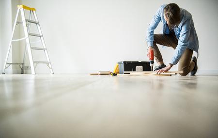 Mensen renoveren het huisconcept