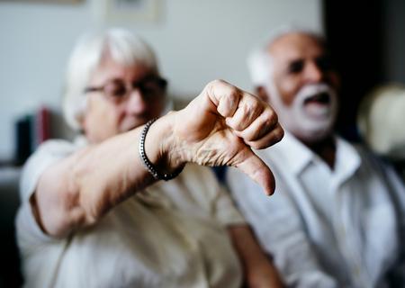 Senior woman disagrees Standard-Bild - 97154611