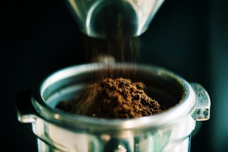 Closeup of fresh grinding coffee 스톡 콘텐츠