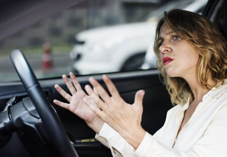 Frustrato donna bloccata al traffico Archivio Fotografico - 98002087