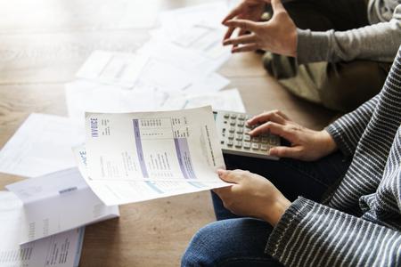 couple recevant la dette