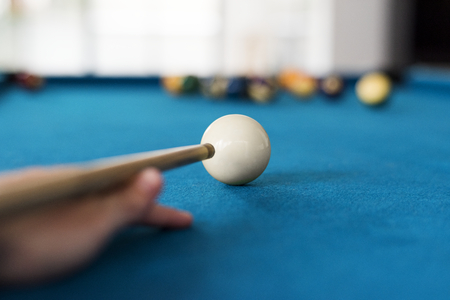 Man playing pool by himself Archivio Fotografico - 99602602