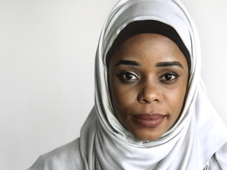 Portrait of beautiful muslim woman 版權商用圖片 - 115871785