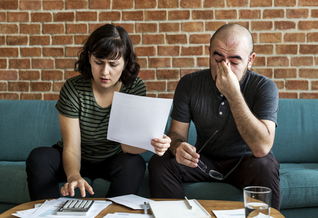 Couple managing the debt Foto de archivo