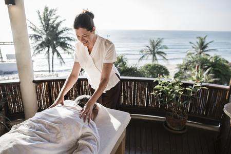 Massage therapist massaging at a spa Banco de Imagens