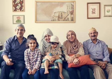 Muslim family relaxing in the home Foto de archivo - 102862569