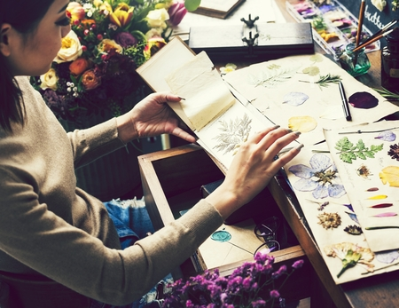 Girl making crafts with dried flowers Stockfoto