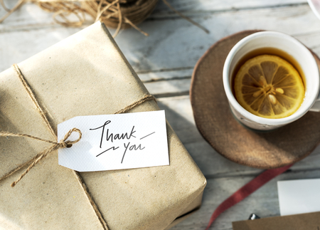 Thank you tag on a gift box Foto de archivo - 102861105