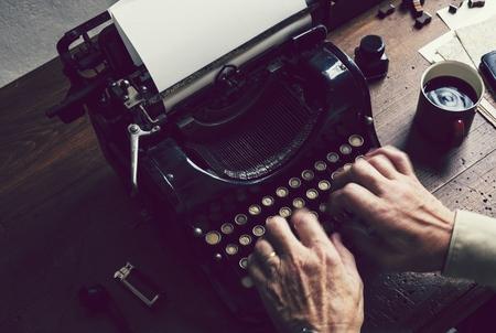 Vintage typewriter on a wooden table Banco de Imagens