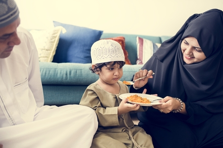 Muslim family having dinner on the floor Banque d'images