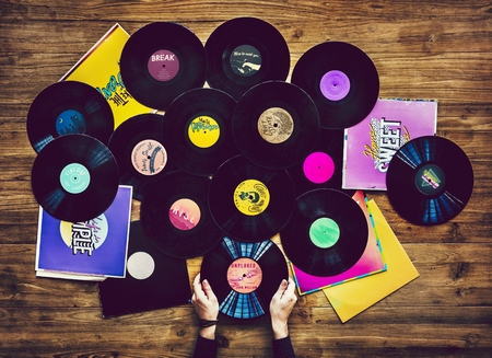 Music lovers with vinyl records collection Фото со стока - 102864109