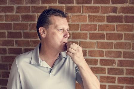 Man blowig whistle Standard-Bild