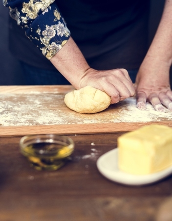Close up of hands kneading dough for pastry Standard-Bild - 103994757