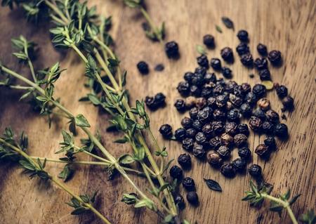 Fresh thymes and dried black peppercorns herb 版權商用圖片