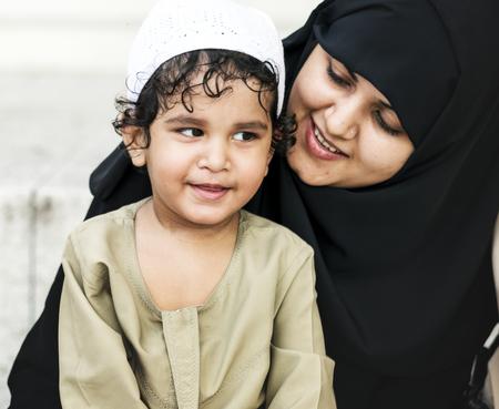 Mère musulmane et son fils Banque d'images - 104031912