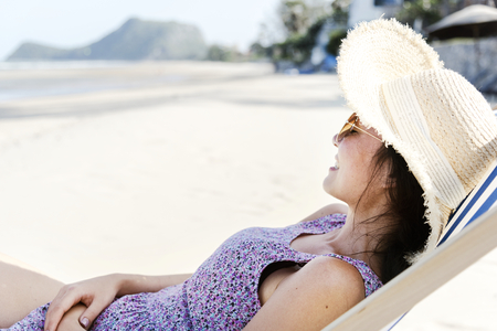Asian woman relaxing at the beach 版權商用圖片