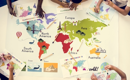 Kids studying geography in school Imagens - 104460075