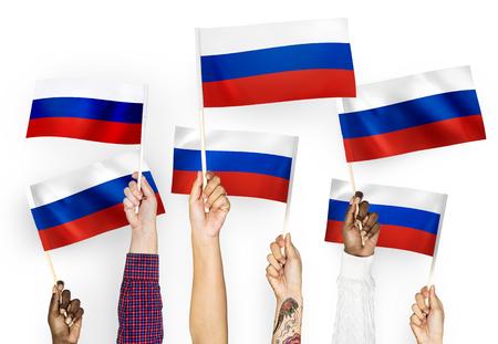 Manos agitando las banderas de Rusia Foto de archivo