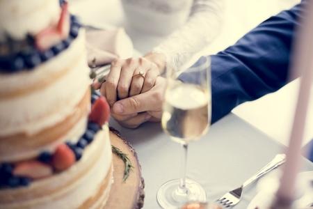 Newlywed Couple Holding Hands Together Zdjęcie Seryjne