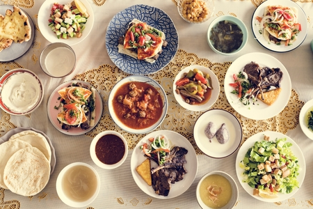 Comida deliciosa para una fiesta de Ramadán. Foto de archivo