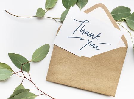 Dankeskarte in einem Umschlag Standard-Bild