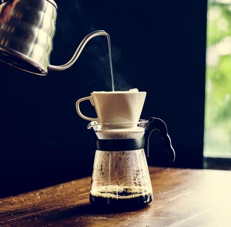 Barista hand dripping brewed coffee Banco de Imagens - 104737154
