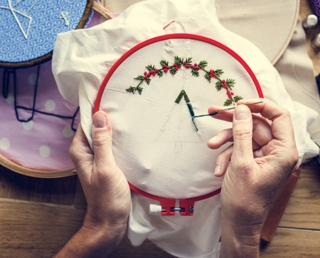 Embroidery hoop handicraft on the table 版權商用圖片