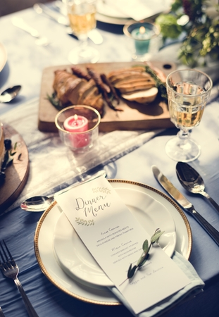 Dinner menu on a clean plate with leaves Reklamní fotografie