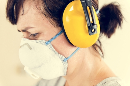 Woman wearing ear protection Banque d'images - 105390515