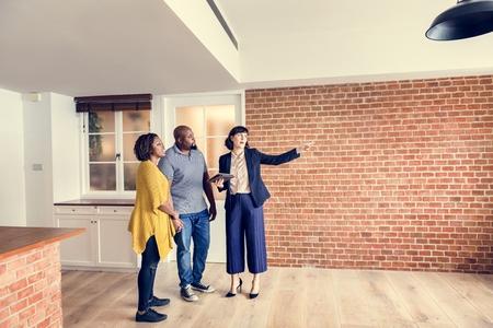 Black couple buy new house Standard-Bild - 105391004