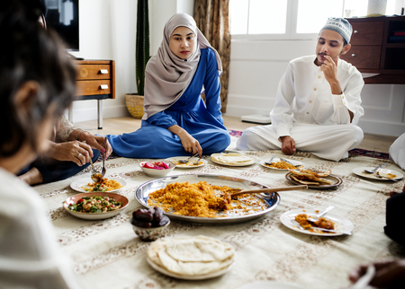 Muslim family having dinner on the floor Stock Photo - 105391740