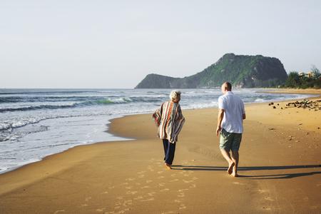 Seniors enjoying a tropical beach 免版税图像