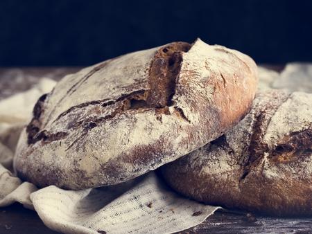 Big round loaves of bread food photography recipe ideas Foto de archivo - 105516254