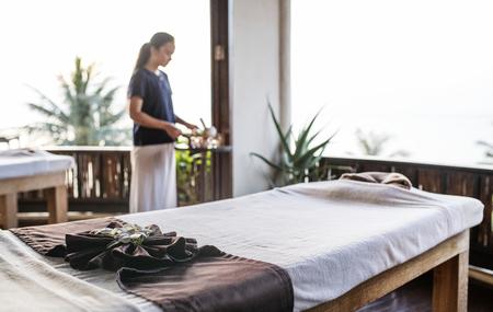 Massage therapist at a spa Stock fotó