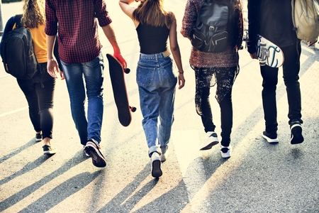 Group of school friends outdoors lifestyle Imagens
