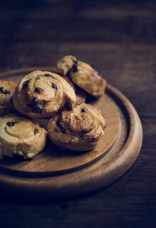 Baked chocolate danish food photography recipe idea Banque d'images - 106363630