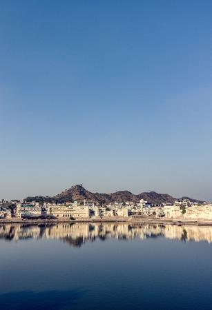Pushkar Lake a sacred lake, Rajasthan, India Standard-Bild - 106369132