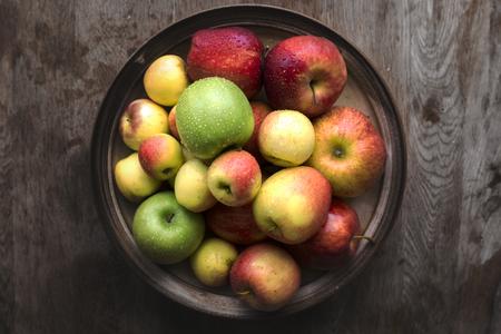 Bowl of fresh apples Imagens
