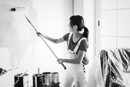 Asian woman painting the house wall Archivio Fotografico - 106476746
